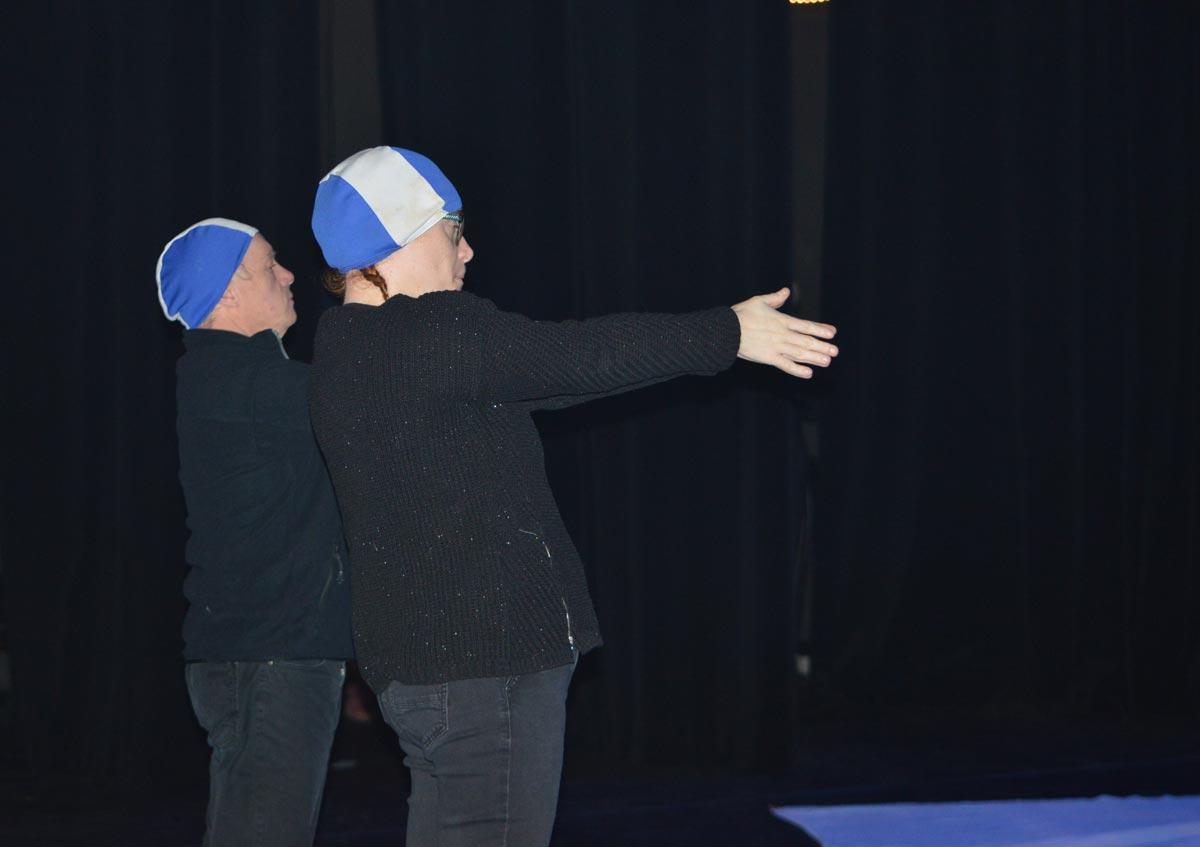 Depuis plus de 10 ans, la Compagnie de théâtre Ni Plus Ni Moins travaille avec l'Atelier de la Sittelle, un groupe d'adultes handicapés issus du Foyer de La Sittelle à Vannes.